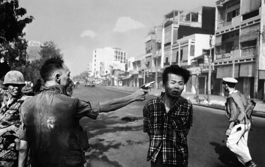 Saigon execution Murder of a Vietcong by Saigon Police Chief, 1968